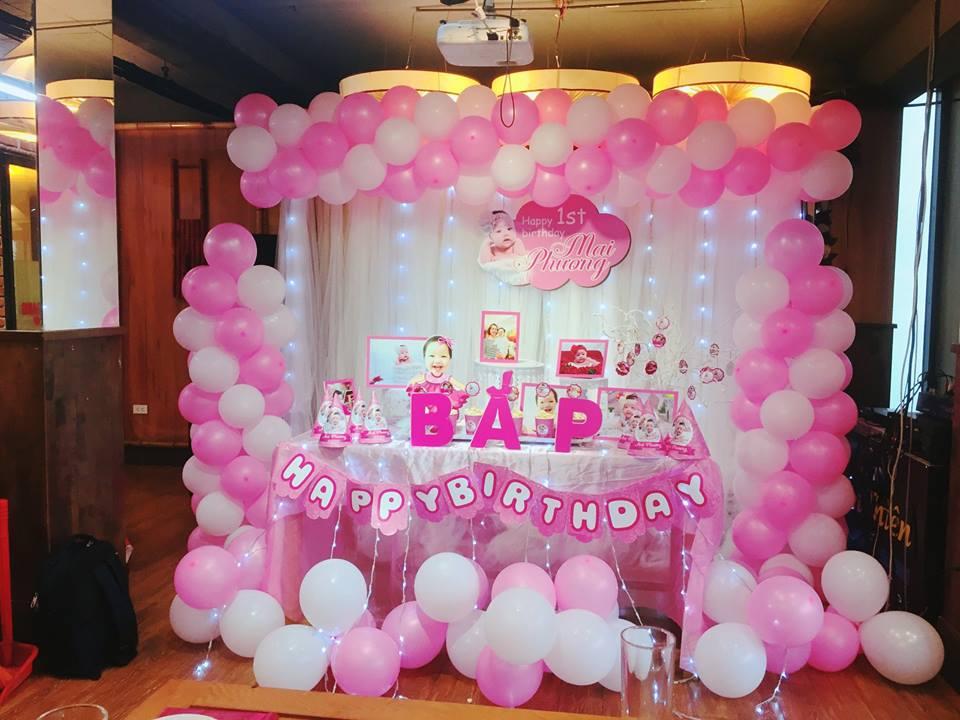 Cổng bong bóng màu hồng dành cho sinh nhật