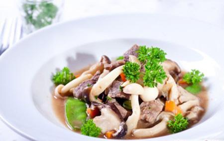 Công thức làm món thịt heo xào nấm và cải xanh