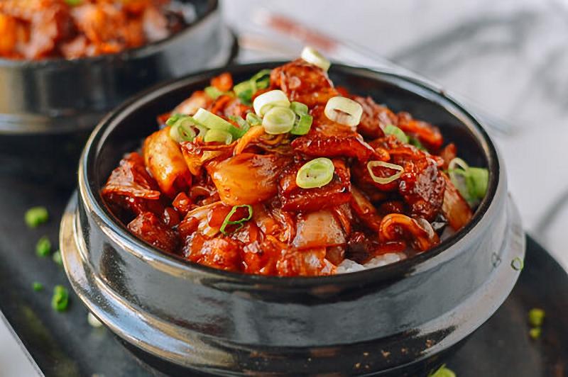 Món ngon từ thịt lợn và kim chi Hàn Quốc
