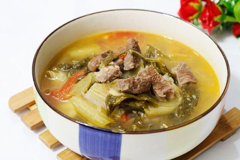 Canh thịt bò nấu cải chua