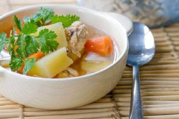 Canh xương bò hầm khoai tây