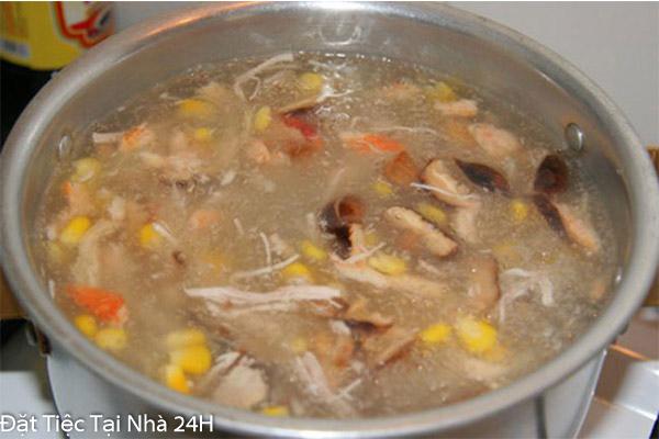 hầm nước dùng cho súp thịt heo